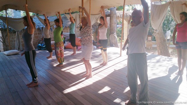TheFeel ZenmaX energizing qigong intermezzo at Afkes magic Yoga retreat 4