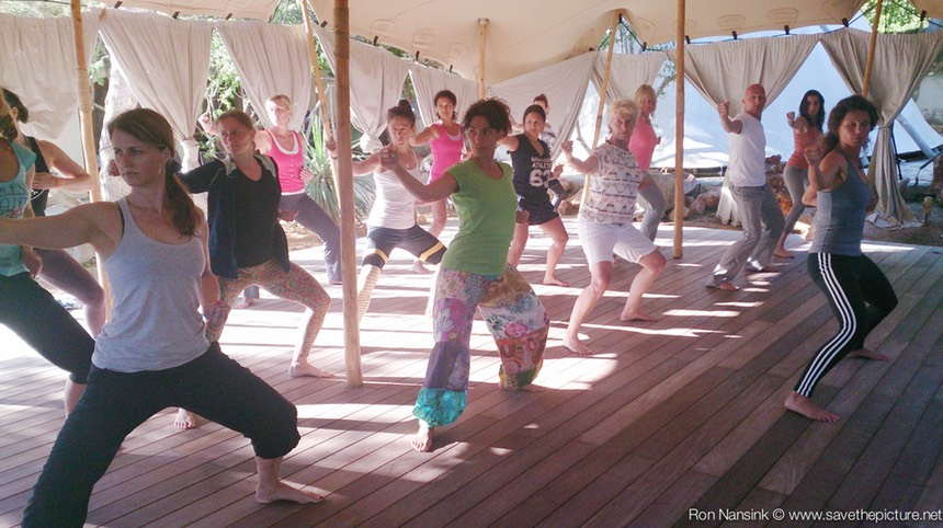 TheFeel ZenmaX energizing baduanjin qigong intermezzo at Afkes magic Yoga retreat