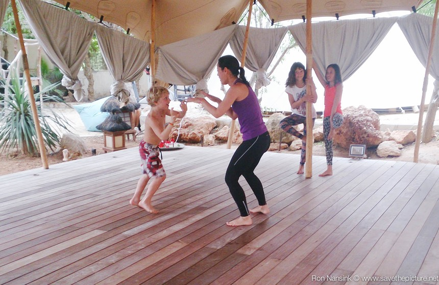 TheFeel ZenmaX playful martial intermezzo's for parents and kids during a Yoga retreat