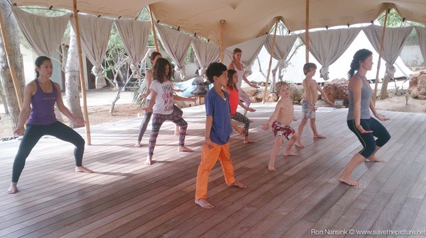 Zenmax energizing baduanjin qigong intermezzos at Afkes magic parents and kids yoga retreat Ibiza 4