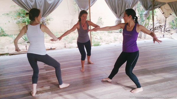 Zenmax energizing intermezzos two circle exercise at Afkes magic parents and kids yoga retreat Ibiza