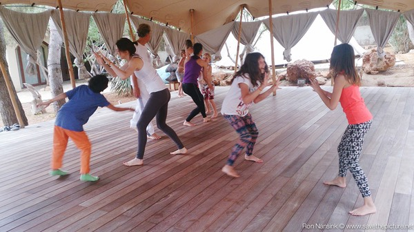 Zenmax energizing intermezzos at Afkes magic parents and kids yoga retreat Ibiza 2
